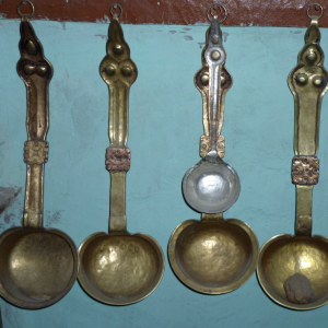 Traditional metal spoons, Chilling